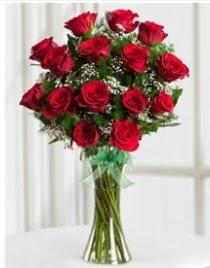 Cam vazo içerisinde 11 kırmızı gül vazosu  Gaziantep çiçek satışı