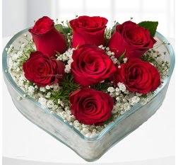 Kalp içerisinde 7 adet kırmızı gül  Gaziantep hediye çiçek yolla
