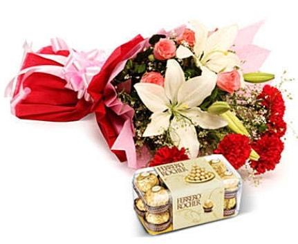 Karışık buket ve kutu çikolata  Gaziantep hediye sevgilime hediye çiçek