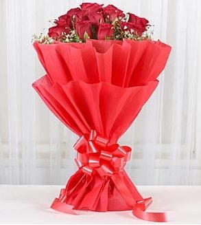 12 adet kırmızı gül buketi  Gaziantep çiçek servisi , çiçekçi adresleri